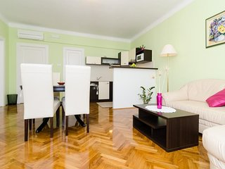 Spacious apartment very close to the centre of Dubrovnik with Internet, Washing