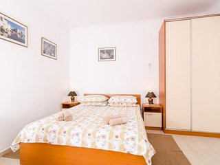 Studio apartment 1.4 km from the center of Dubrovnik with Internet, Washing mach