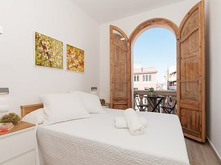 Cozy apartment in Barcelona with Lift, Internet, Washing machine, Air conditioni