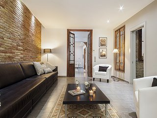 Spacious apartment close to the center of Barcelona with Internet, Washing machi