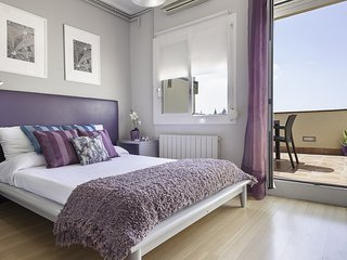 Spacious apartment very close to the centre of Barcelona with Lift, Internet, Wa