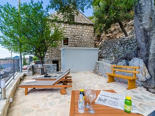 Cosy studio close to the center of Dubrovnik with Internet, Washing machine, Air