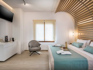 Agave Suites Superior 2 | In Chania Old Harbor With Balcony
