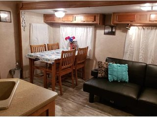 Fabulously remodeled RV serene, peaceful, relaxing, country but near Everything