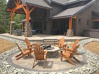 Private Suncadia Retreat! Summer Pool | Game Room | Hot Tub | WiFi | Slps 14