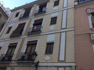 Center of Valencia - Fast WiFi 300mb/sec - Sunny - Terrace + Balcony