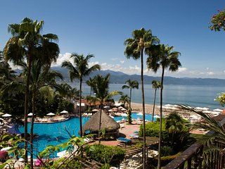 Spacious and beautiful 3 Bedrooms Condo at Velas Vallarta
