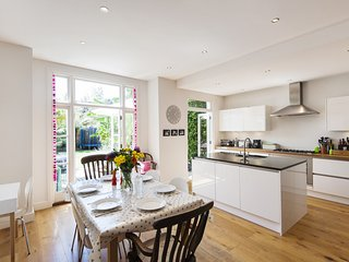 Enchanting Southfields Home by King George's Park