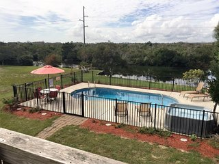 Private Pool & Hot Tub, pond, Walk to the Beach, Great Location! SNH-31