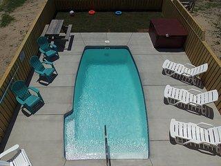 Semi-ocean front, Private Pool, Hot Tub, New, Beach less than 100' away! NH33