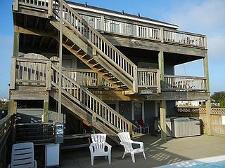Private Heated Pool, Hot Tub, Pet Friendly, Rec. Room, Close to Beach & Dining