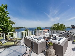 Luxury 6BR w/ Ocean Views, Roof Deck, Private Hot Tub & Direct Beach Access