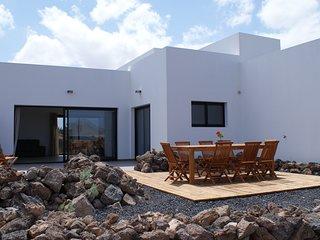 Lajares. Casa de 4 dormitorios. Con baño, tv y terraza privada