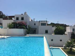 Anatoli 13 . 3 Bedroom house in an island-style complex!