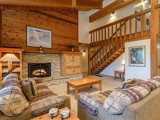 New Listing, Chalet w/ Rec Center Access & Free Shuttle - 1 Mile to Northstar