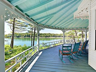 5BR/2BA Seal Cove – Wraparound Porch & Private Dock