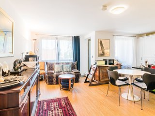 Lovely 1BR Home Canning Town w/Balcony + Parking
