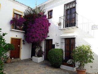 Acojedora casa en urbanizacion estilo pueblo andaluz, a 5 min de Puerto Banus