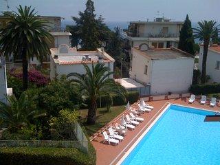 Bilocale con piscina e parco e terrazzo