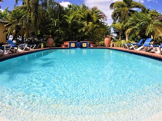 ELEGANT! POOL! FULLY STAFFED! SEAVIEWS! NEAR BEACH!Kelso Villa 4BR