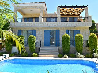 Latchi Beach 4 Bed Luxury Villa - Just 100m From Blue Flag Beach - Sea Views