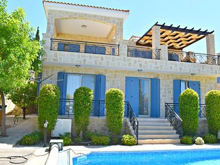 Latch Beach Luxury 4 bedroom villa with Amazing Sea Views - 200m Beach