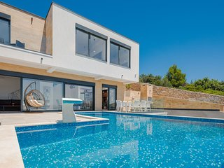 Luxury Villa Silver Pearl with Pool