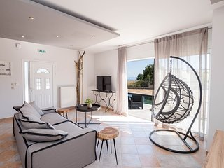 Villa Luna ★Private Pool★Sleeps 6★Sea View★Free Parking