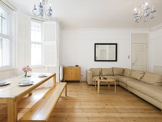Spacious Cromwell Road Apartment - JSP