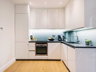 Bright Earls Court Square Apartment - WSN