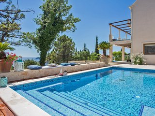Villa Sea Breeze Orasac – Large summer villa with pool in Orasac, near Dubrovnik