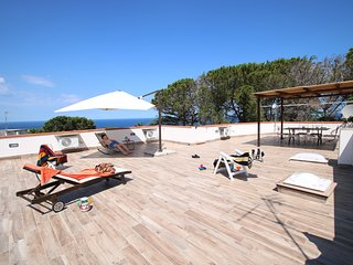 VILLA AMAZING SUNSET TERRACE solarium, park, sea view, aircond, wifi