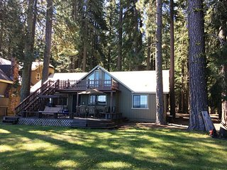 Lake Front Cabin at Historic Prattville, Lake Almanor