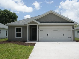 Brand New Fully Furnished Vacation Home Minutes away from Siesta Key Beach