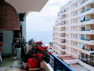 Beachfront 2 bed apartment perfect for families,short walk to Marbella center