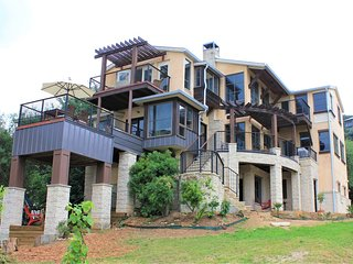 Beautifully remodeled (May 2018) 3 story tons of windows with Lake Travis views