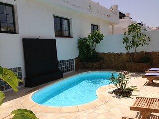 Villa mit Schwimbat, 3 Schlafzmr, 3 Badezmr, BBQ, Jacuzzi, nah am Mer / centrum