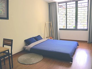 8692 Homestay #2 - Studio with Balcony and Full of Light