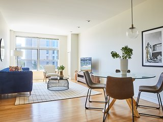 Vibrant 2BR in South End by Sonder