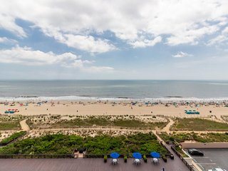 NEW LISTING! Stunning Oceanfront condo w/ Beach & Bay Views and an Indoor Pool