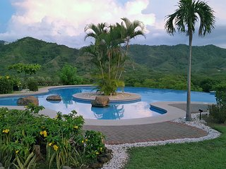 Beautiful Valley view with stunning Infinity pool