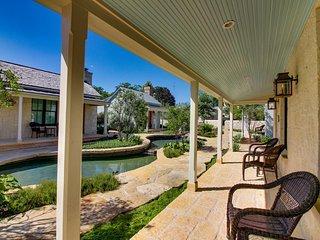 Lovely Fredericksburg condo w/ private hot tub & gardens!
