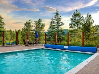 POOL/HOT TUBS, Mtn Views, Balcony, Walk to Mtn/Eat, Free Bus, Private Entrance,
