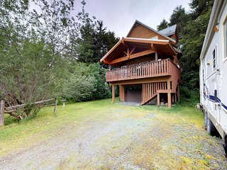 NEW LISTING! Dog-friendly chalet w/ jetted tub and quiet location