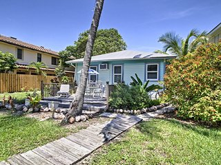 NEW! Historic Lake Worth Cottage - Walk to Beach!