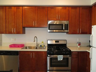 2 Bed/2 Bath w/ Futon & WiFi, Near CSUN (S22)
