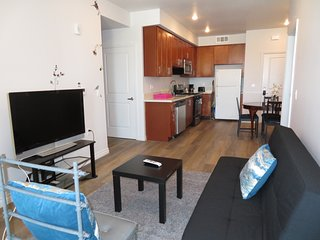 2 Bed/2 Bath Top Floor w/ Parking & Cable TV (S42)