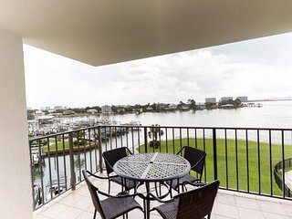 NEW LISTING! Waterfront condo w/ a view, shared pool, & hot tub - near marina