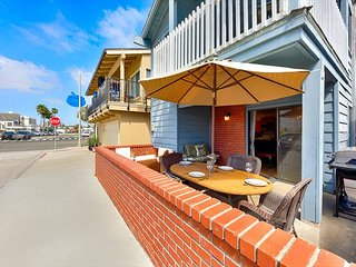 25% OFF OPEN JAN - Steps to Beach, Shopping & Large Front Deck!