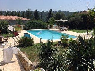 Villa - 1 ère étage complet, 108 m² sur 1500 m² terrain avec piscine